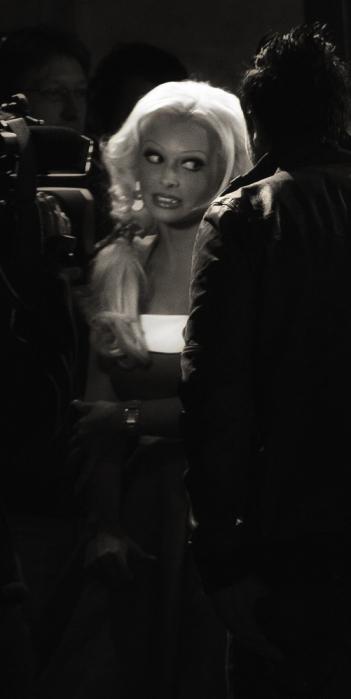 Daniela Katzenberger bei Premiere von Grease vor dem Admiralspalast